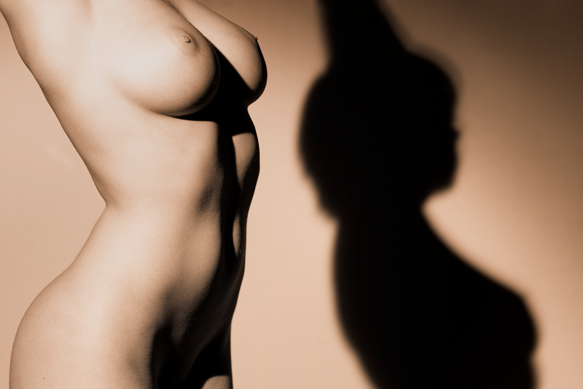Nude Torso and Shadow (AZART 00072)