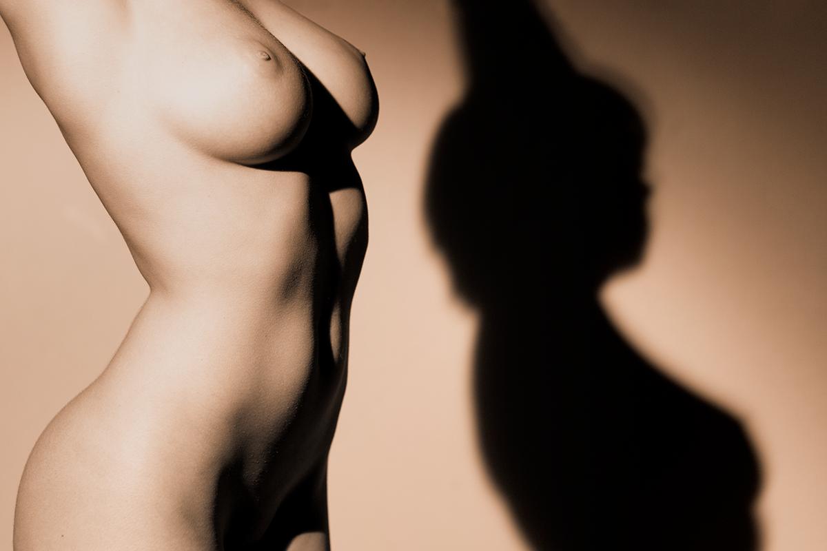 Nude Torso and Shadow (AZART 00072)